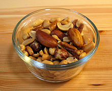 220px-Mixed_nuts_small_wood1